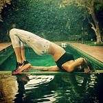 Elisabetta-canalis-fitness-piscina-stretching-hollywood